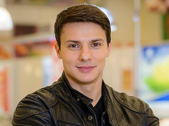 Александр новин гей