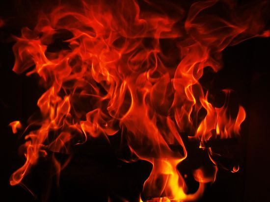 По некоторым данным в пожаре пострадали несколько дел