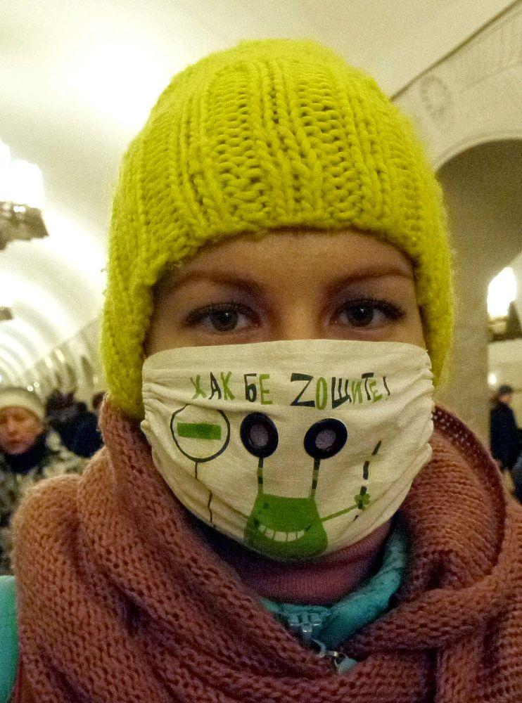 В разгар эпидемии гриппа москвичи устроили в метро парад масок