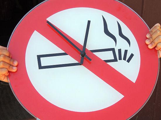 Союз матерей предложил запретить курение на балконах