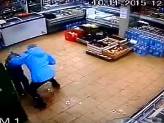 СК проверяет женщину, избившую сына из-за отсутствия денег на карте