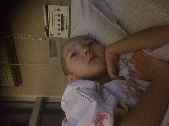 Маленькая девочка между жизнью и смертью! Спасем ребенка!