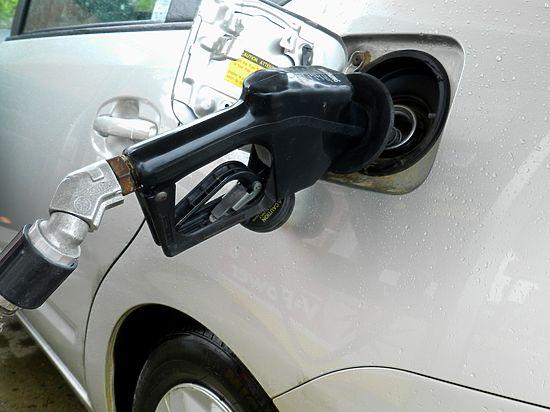 В ОАЭ бензин стал стоить дешевле воды
