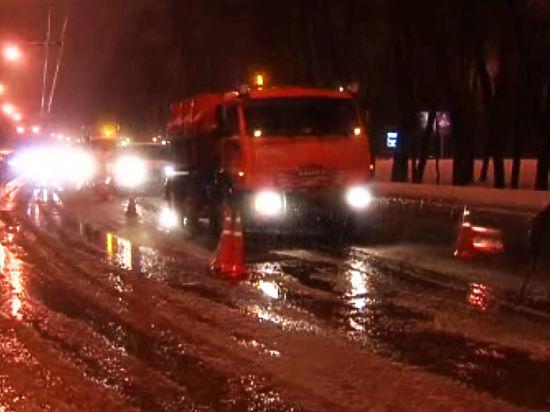 """В """"неприятную ловушку"""" на Дмитровском шоссе угодили несколько автомобилей"""