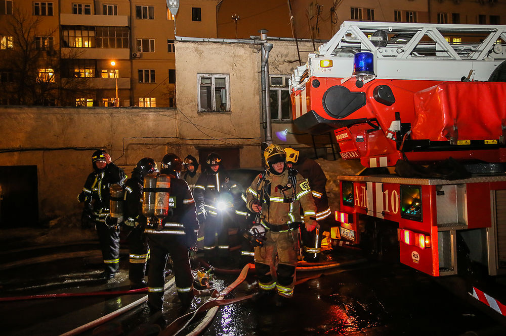 Пожар на Стромынке: спасатели мужественно боролись с огнем всю ночь
