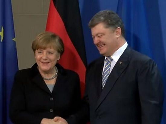 Порошенко «на радостях» забыл пожать руку пообещавшей денег Меркель