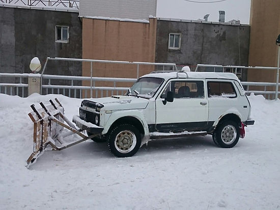 Жители Уфы переделывают свои автомобили в снегоуборщики