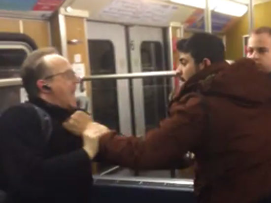 Нападение мигрантов на пенсионеров в мюнхенском метро попало на видео