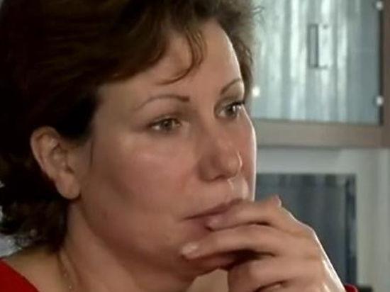 tetya-liza-seks-foto-milnaya-devushka-v-dushe-masturbiruet