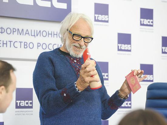 Ришару подарили российский паспорт, но к переезду он не готов