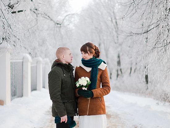 Чаще всего люди женятся в возрасте от 23 до 28 лет