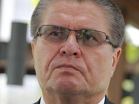 Падение экономики продолжится: эксперт не разделяет оптимизм Улюкаева