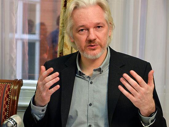 В противном случае основатель WikiLeaks требует паспорт и выезд в Эквадор