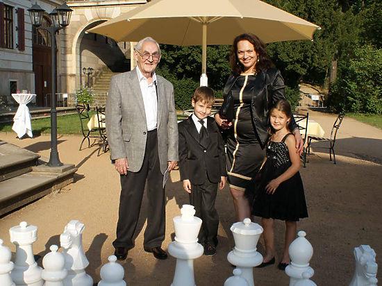 Гроссмейстеру шахмат и музыки исполняется 90