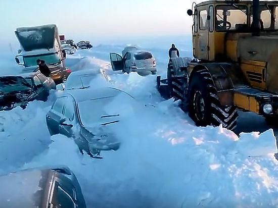 МЧС наградило героев, которые спасли оренбуржцев из снежного плена