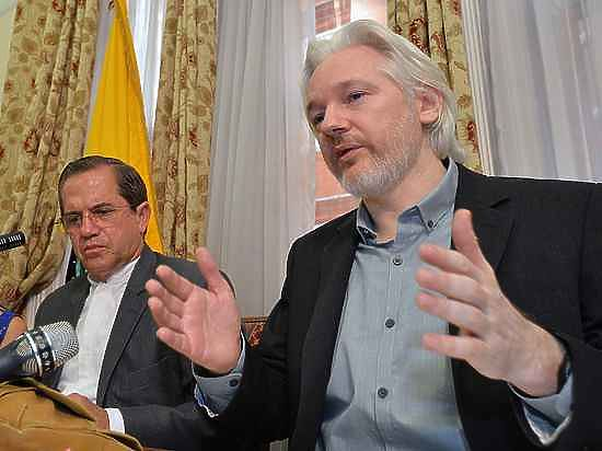Великобритания намерена задержать основателя WikiLeaks и отправить его в Швецию