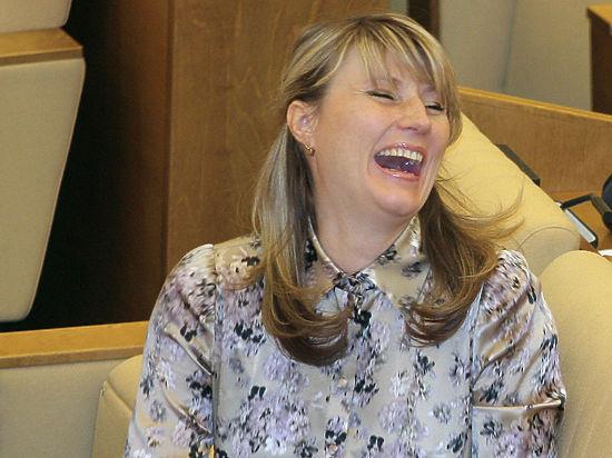 Об интригах вокруг высших партийных постов рассказали депутаты Светлана Журова, покинувшая Высший совет, и Роберт Шлегель, взлетевший по «медвежьей» вертикали