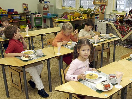 В московских детсадах малышей решили кормить по вечерам