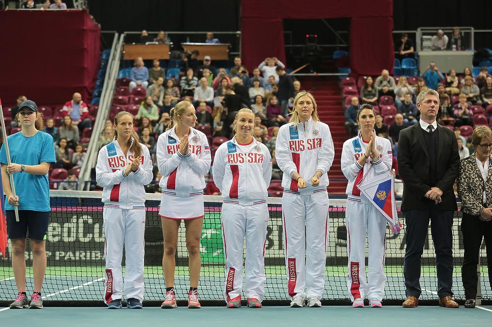 Теннисистки Макарова и Кузнецова проиграли Бертенс и Хогенкамп на Кубке Федерации