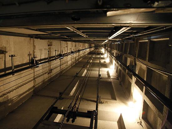 Грабители спрятали охранника от взрыва в шахту лифта