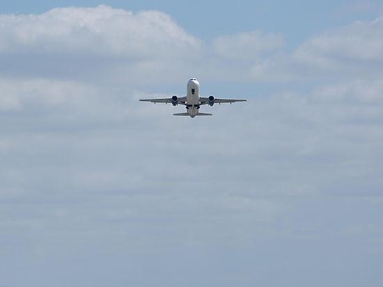 Его подозревают в выдаче летчику разрешения на полеты за деньги