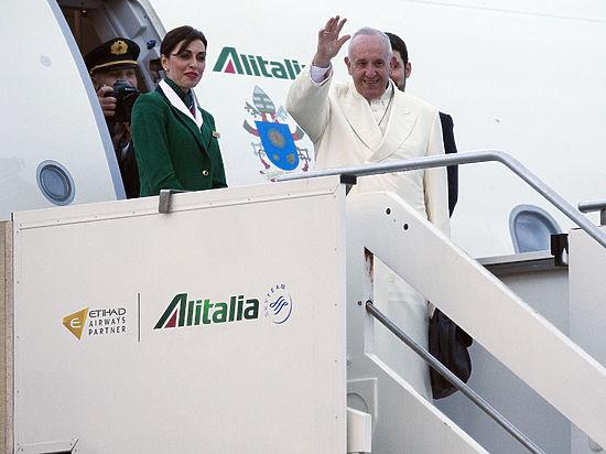 Самолет с Папой Франциском взял курс на Гавану