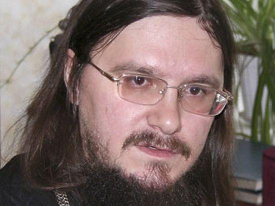 Три дочери убитого священника Даниила Сысоева обвинили отчима в педофилии
