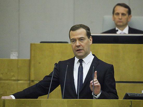 Медведев: экономике России непросто, но ответные санкции сняты не будут