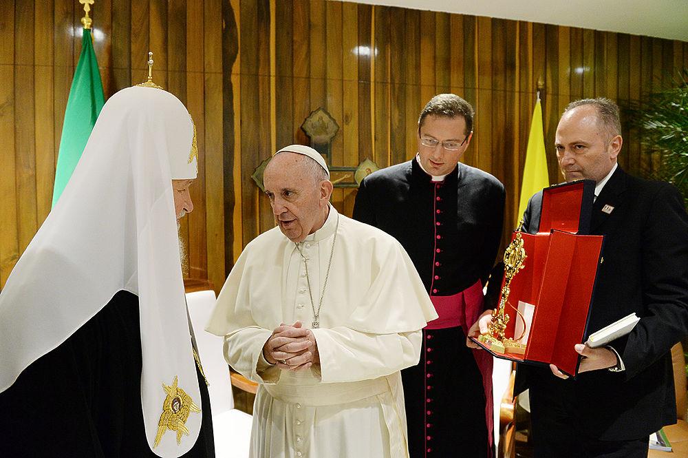 Патриарх Кирилл и Папа Римский Франциск встретились в Гаване