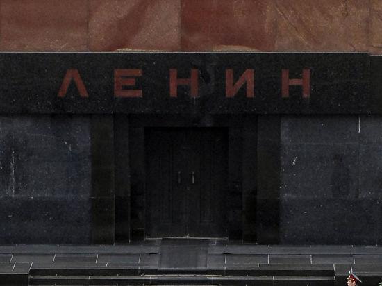 Пенсионер попытался перекрасить Мавзолей Ленина в зеленый цвет
