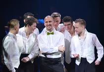 Солисту «Геликон-оперы» Дмитрию Янковскому стал слишком тесен классический музыкальный «костюм», ион решил отправиться на поиски жанровых приключений