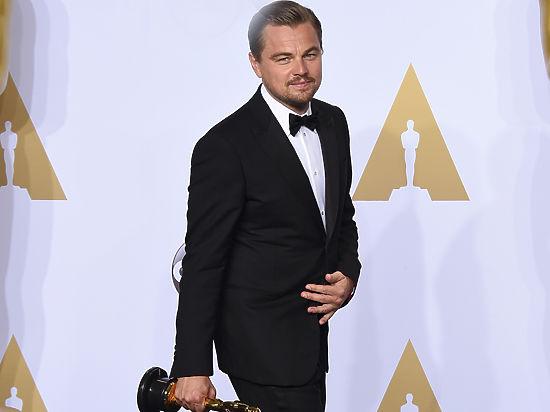 Ди Каприо получил «Оскар» под аплодисменты поклонников в медвежьих шкурах
