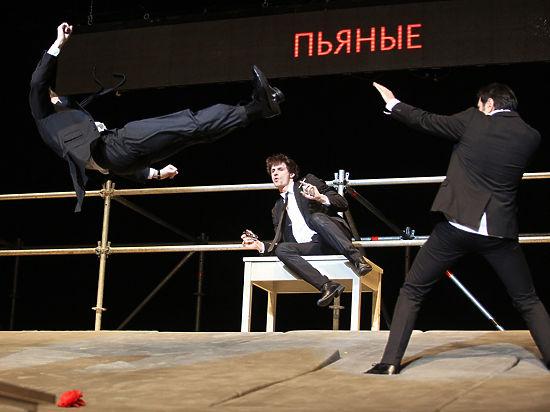 На «Золотой маске» на сцену вышли пьяные актеры