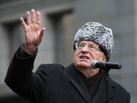Аморальные пижоны против кровавого диктатора: почему поссорились ЛДПР и КПРФ