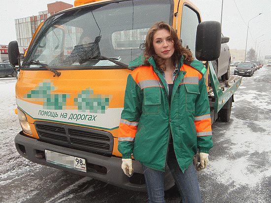 Единственная в Петербурге девушка-эвакуаторщица покоряет сердца мужчин