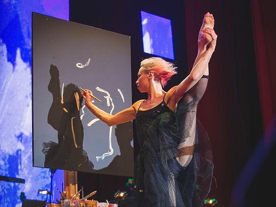Танцующий художник Марта Тиш готова на провокацию