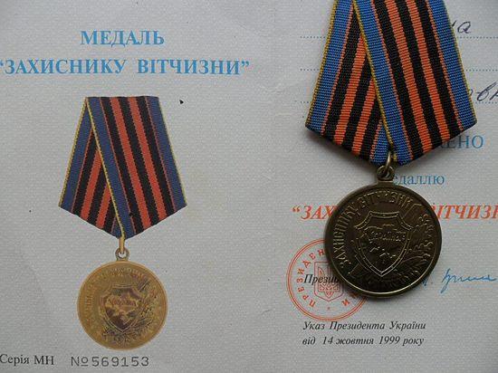 Награжденным медалью «Защитнику Отечества» придется отрывать колодки от награды