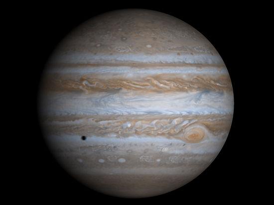 Астрономы показали северное сияние на Юпитере и раскрыли его тайну