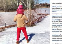 Навка выложила новое фото Пескова в красных трениках