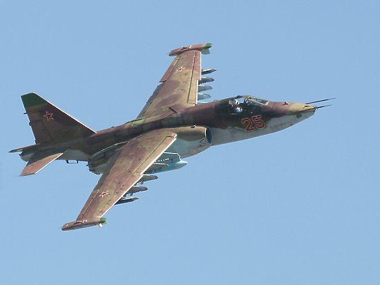 Военный самолет Су-25 рухнул на частный сектор в Приморье