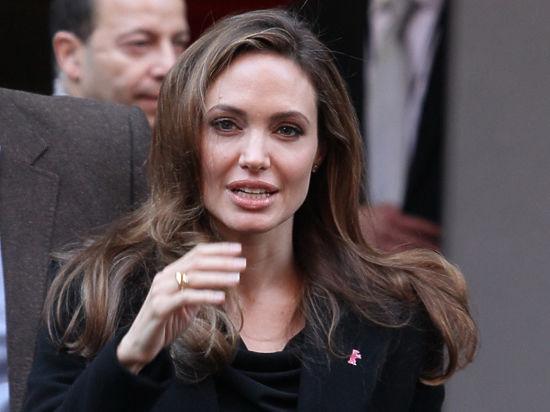 Попавшей в больницу Анджелине Джоли грозят проблемы с поджелудочной железой