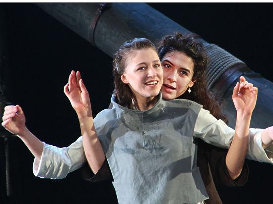 Эротическая гроза прошла над Арбатом: необычная премьера Театра Вахтангова