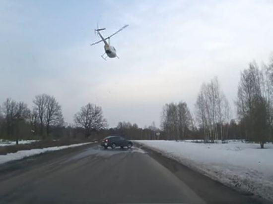 Вертолет приземлился возле села Оранки и принял на борт священнослужителя