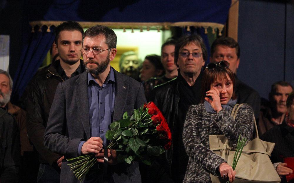 Коллеги и поклонники проводили Альберта Филозова в последний путь