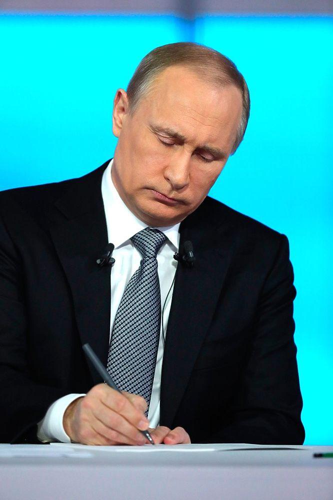 """Путин крупным планом: лица президента и зрителей на """"Прямой линии"""""""
