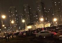 """Организаторы собрали две сотни """"Жигулей"""", полиция противопоставила им водометы"""