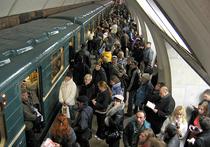 Попытки пассажиров метрополитена насильно удержать от закрытия двери поезда могут повлечь наказание со стороны машиниста