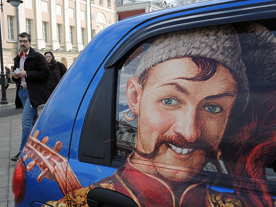 Все русские фамилии авторы идеи хотят переделать на украинский лад