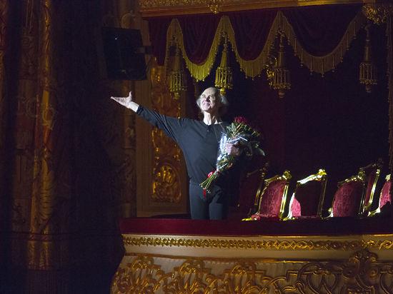Балетмейстер  Борис Акимов и песни на свои стихи пишет