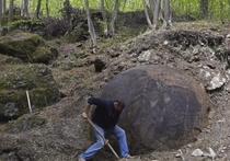 Вход в пещеру со Священным Граалем, «та самая планета X» — как только не обозвали уже жители Боснии и Герцеговины огромный каменный шар непонятного происхождения, обнаруженный местными путешественниками в лесунедалеко от города Завидовичи